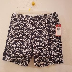 IZOD women's shorts Size 6 NEW WITH TAGS MSRP $54